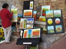 Художник на работе в San Gimignano Италии Стоковое Изображение
