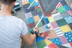 Художник рисует на дороге Стоковая Фотография RF
