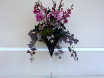 Художническая цветочная композиция в стекле Стоковая Фотография RF