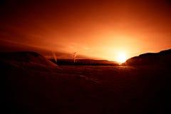 Художнический, красочный заход солнца в Норвегии над горами Стоковая Фотография
