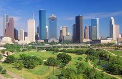 Хьюстон, горизонт TX в после полудня с мемориальным парком в переднем плане Стоковые Фотографии RF