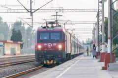 ХЭБЭЙ, КИТАЙ - 13-ое октября 2015: Locomo железных дорог HXD3D Китая электрическое Стоковое фото RF