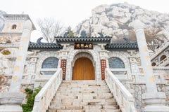 ХЭНАНЬ, КИТАЙ - 10-ое ноября 2015: Монастырь Songshan в Sanhuangzhai s Стоковое Фото