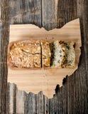 Хлебец хлеба гайки банана на доске Огайо Стоковая Фотография