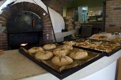 Хлебопекарня и печь с горя огнем Стоковые Изображения