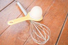 Хлебопекарня подготавливая с яичком Стоковые Изображения