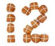 Хлебопек дюжина горячих перекрестных плюшек Стоковая Фотография