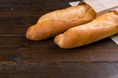 2 хлебца французских хлеба в сумках Стоковая Фотография
