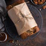 Хлеб банана Пеканы и торт хлебца банана карамельки Стоковые Изображения RF