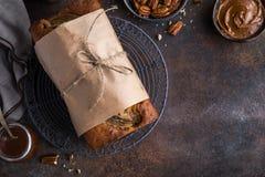 Хлеб банана Пеканы и торт хлебца банана карамельки Стоковые Фото