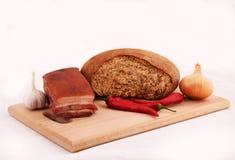 Хлеб, бекон, перец chili, чеснок, лук Стоковые Изображения