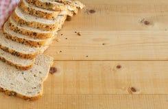 Хлеб всей пшеницы на деревянной предпосылке Стоковое Изображение