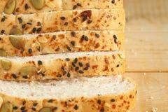 Хлеб всей пшеницы на деревянной предпосылке Стоковое фото RF