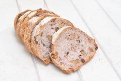 Хлеб грецкого ореха на белой деревянной предпосылке Стоковые Изображения