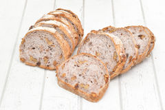 Хлеб грецкого ореха на белой деревянной предпосылке Стоковое Изображение RF