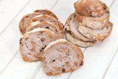 Хлеб грецкого ореха на белой деревянной предпосылке Стоковая Фотография