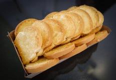 Хлеб здравицы печет масло стоковые фотографии rf