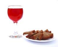 Хлеб и вино на белизне Стоковые Изображения RF
