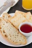 Хлеб и здравицы с вареньем Стоковые Фотографии RF