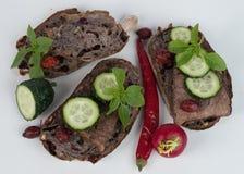 Хлеб и мясо на предпосылке Стоковая Фотография