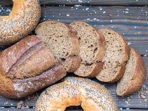 Хлеб и соль на деревянной предпосылке Стоковое фото RF