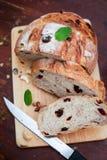 Хлеб клюквы и грецкого ореха Стоковые Фотографии RF