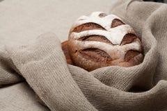 Хлеб на деревянной доске стоковое фото rf