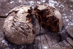 Хлеб на древесине стоковая фотография