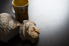 Хлеб на таблице Стоковая Фотография