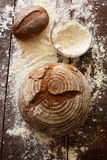 Хлеб на таблице Стоковые Изображения