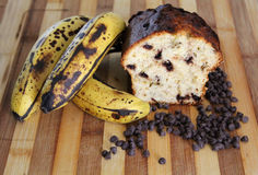 Хлеб обломока шоколада банана испеченный домом Стоковая Фотография RF