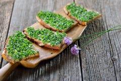 Хлеб сельского дома с chives Стоковые Изображения RF