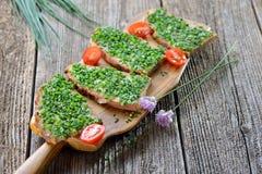 Хлеб сельского дома с chives Стоковое Фото