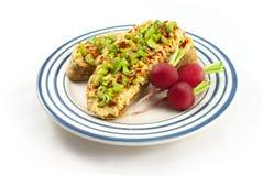 Хлеб с распространением и тофу красной чечевицы Стоковые Изображения