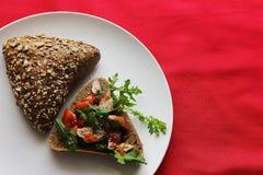 Хлеб с томатом тунца Стоковые Изображения