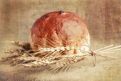 Хлеб хлебопекарни и сноп ушей пшеницы Натюрморт Стоковое Изображение RF
