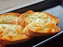 Хлеб чеснока с сыром Стоковые Изображения RF
