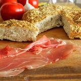 Хлеб Focaccia с ветчиной Стоковые Фото
