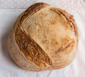 Хлеб Handmake на ткани серого цвета Handmake Стоковое фото RF