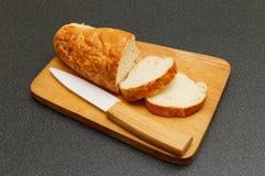 Хлеб Lucianas и керамический нож Стоковое Изображение RF