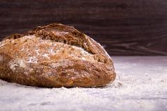 Хлеб Rye на деревянной предпосылке Стоковое Изображение