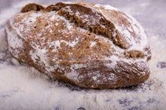 Хлеб Rye на деревянной предпосылке Стоковое Фото
