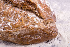 Хлеб Rye на деревянной предпосылке Стоковое фото RF