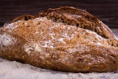 Хлеб Rye на деревянной предпосылке Стоковое Изображение RF