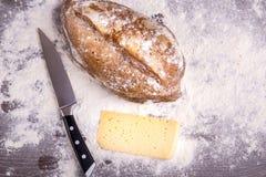 Хлеб Rye на деревянной предпосылке Стоковые Изображения