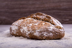 Хлеб Rye на деревянной предпосылке Стоковые Фотографии RF