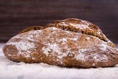Хлеб Rye на деревянной предпосылке Стоковые Изображения RF