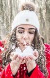 Хлопья девушки и снега Стоковые Изображения RF