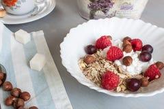 Хлопья с ягодами для завтрака Стоковое Изображение RF