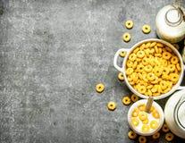 хлопья штанги diet пригодность молоко мозоли хлопьев Стоковая Фотография RF